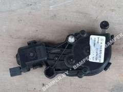 Моторчик открывания кузовного стекла Mercedes GLS X166 A1666700004