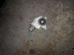 Моторчик стеклоподъемника задний правый Mercedes GL X166 2518200208,A 251 820 02 08 ,A2518200208